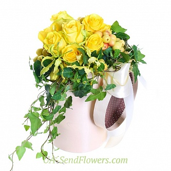 Buy Flowers in a box Delicate sun cheap with delivery to Kiev and Ukraine