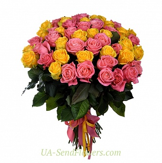 Buy Basket of flowers 51 yellow-pink rose cheap with delivery to Kiev and Ukraine