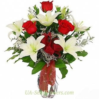 Buy Bouquet of Red and White cheap with delivery to Kiev and Ukraine