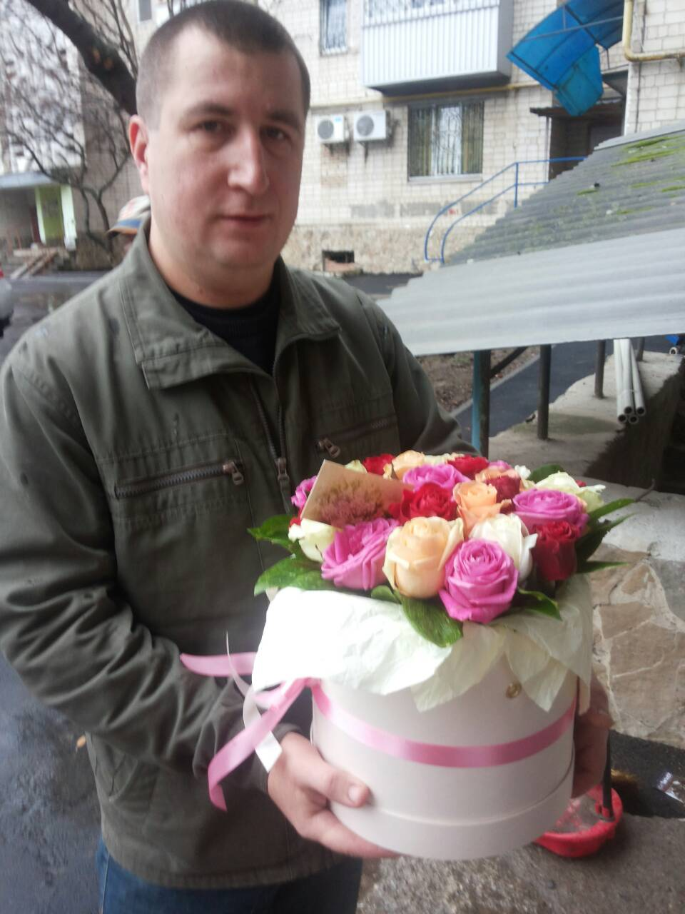 Buy Flowers in a hat box, Vinnitsa | UA-SendFlowers.com