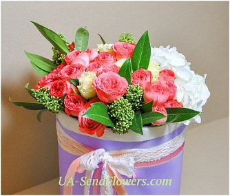 Buy Flowers in a box Elegance cheap with delivery to Kiev and Ukraine