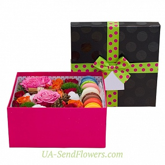 Buy Flowers in a box Flavor of love cheap with delivery to Kiev and Ukraine