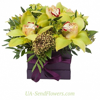 Buy Flowers in box Vanilla Sky cheap with delivery to Kiev and Ukraine