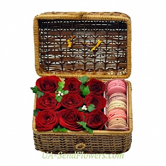 Buy Flowers in a box Sweet surprise cheap with delivery to Kiev and Ukraine