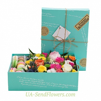 Buy Flowers in a box Amazing pleasantness cheap with delivery to Kiev and Ukraine