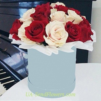 Buy Flowers in a box Superb ease cheap with delivery to Kiev and Ukraine
