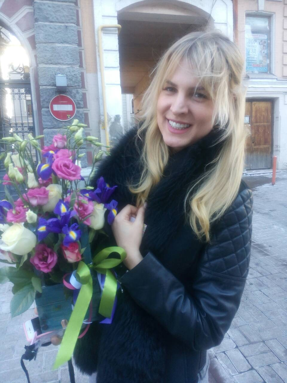 Buy Flowers in wooden pots Kiev | UA-SendFlowers.com