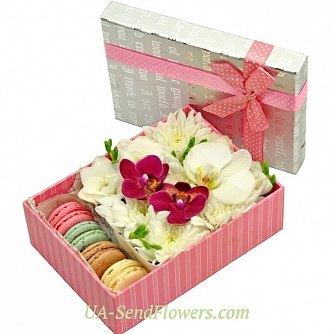 Buy Flowers in a box Paradise pleasure cheap with delivery to Kiev and Ukraine