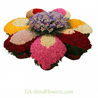 Buy Flowers arrangement WOW cheap with delivery to Kiev and Ukraine