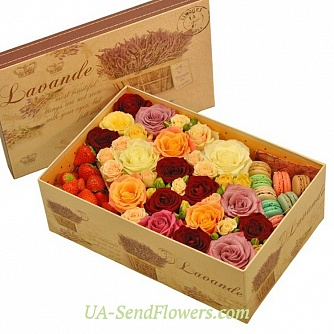 Buy Flowers in a box Strawberry mood cheap with delivery to Kiev and Ukraine