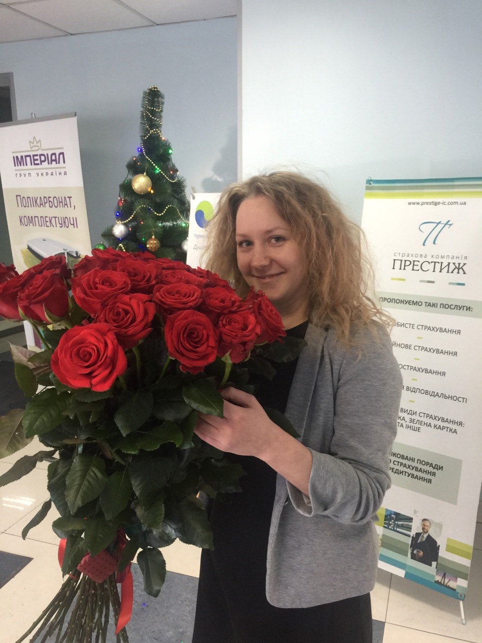 Buy Bouquet of 25 Dutch roses 100 cm Kiev | UA-SendFlowers.com