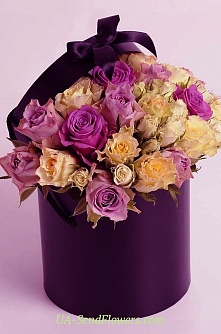 Buy Flowers in a box A stylish accent cheap with delivery to Kiev and Ukraine