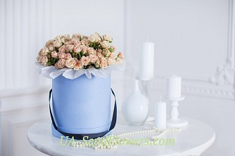 Buy Flowers in a box Laguna cheap with delivery to Kiev and Ukraine