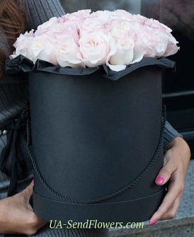 Buy Flowers in Black & White box cheap with delivery to Kiev and Ukraine