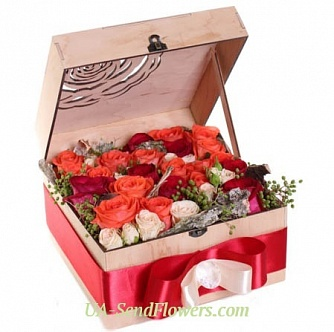 Buy Flowers in a box Acknowledgments cheap with delivery to Kiev and Ukraine