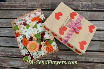 Buy Flowers in box Sweet aroma cheap with delivery to Kiev and Ukraine
