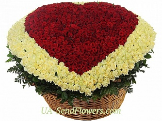 Buy Flower arrangement in 1001 proof of love cheap with delivery to Kiev and Ukraine